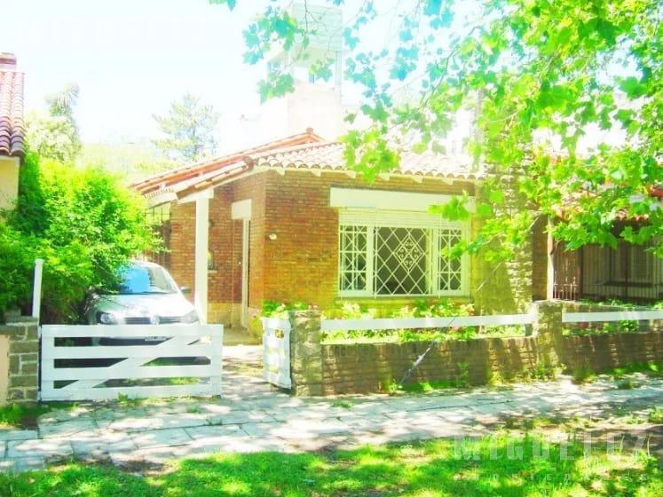 Foto Casa en Venta en  Miramar ,  Costa Atlantica  CALLE 20, nro 1274
