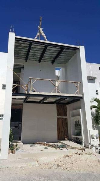 Playa del Carmen Commercial Building for Sale scene image 5