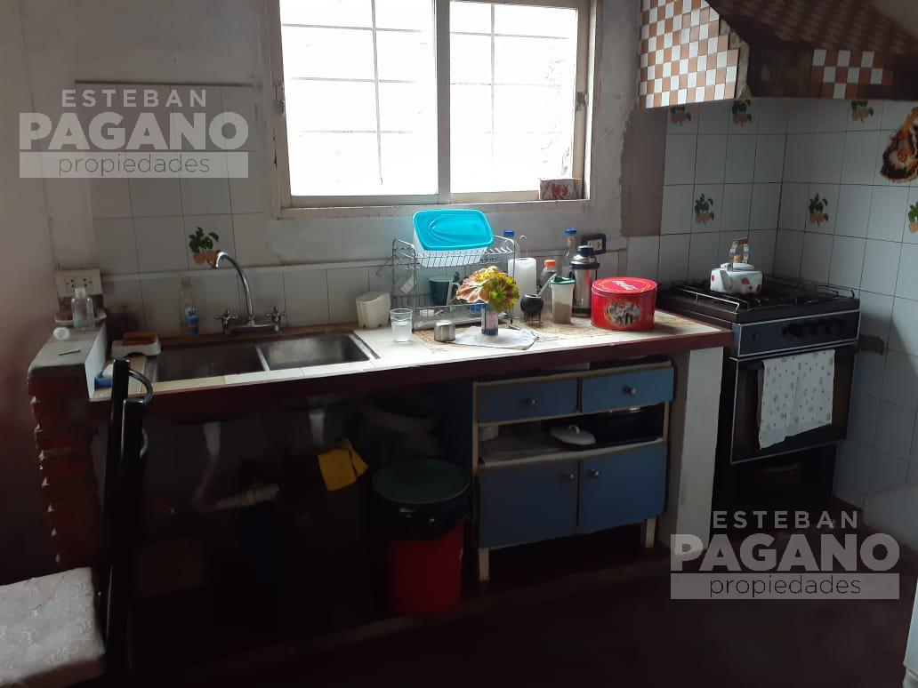 Foto Casa en Venta en  La Plata ,  G.B.A. Zona Sur  156 66 y 67 N°1972