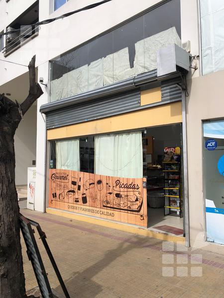 Foto Local en Alquiler en  La Plata ,  G.B.A. Zona Sur  12 y 42