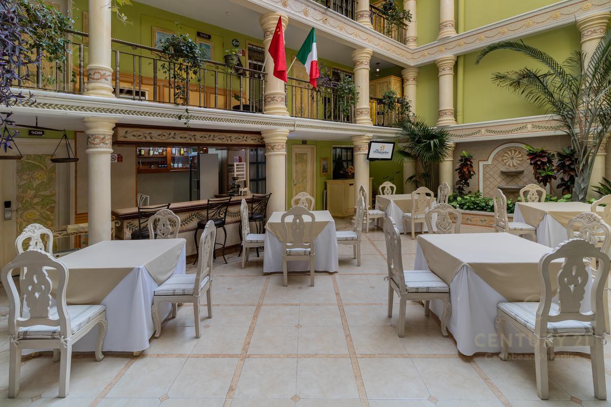 Encinal Hotel for Venta scene image 2