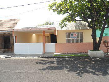 Foto Casa en Venta en  Floresta,  Xalapa  Dirección Cipres # 374 entre Paseo Floresta Sur y Parque, Fraccionamiento Floresta, Veracruz, Veracruz