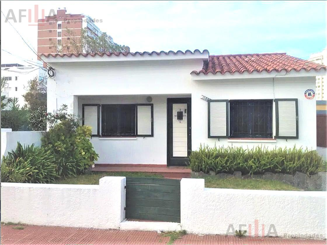 Foto Casa en Venta en  Playa Mansa,  Punta del Este  Calle Joaquin Lenzina Parada 2 Playa Mansa