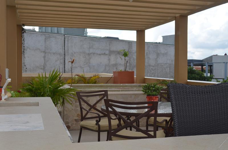 Playa del Carmen Centro Apartment for Sale scene image 3