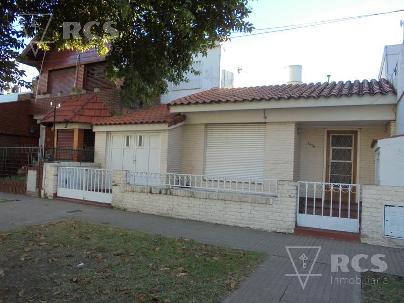 Foto Casa en Venta en  Jorge Cura,  Rosario  DEAN FUNES 2500