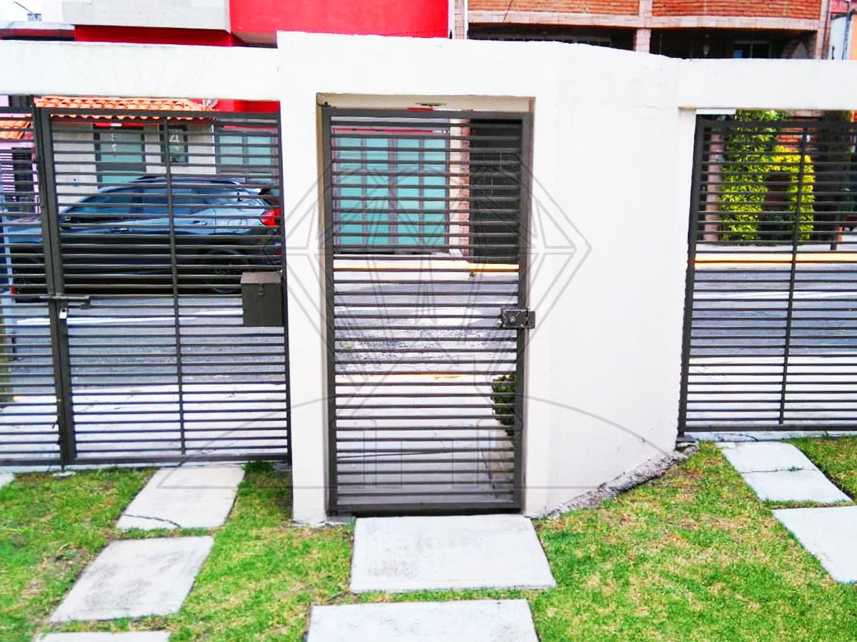 Foto Casa en Venta en  Jardines Bellavista,  Tlalnepantla de Baz                  Calle Bruselas casa RECIEN REMODELADA  en venta, Jardines de  Bellavista (DM)