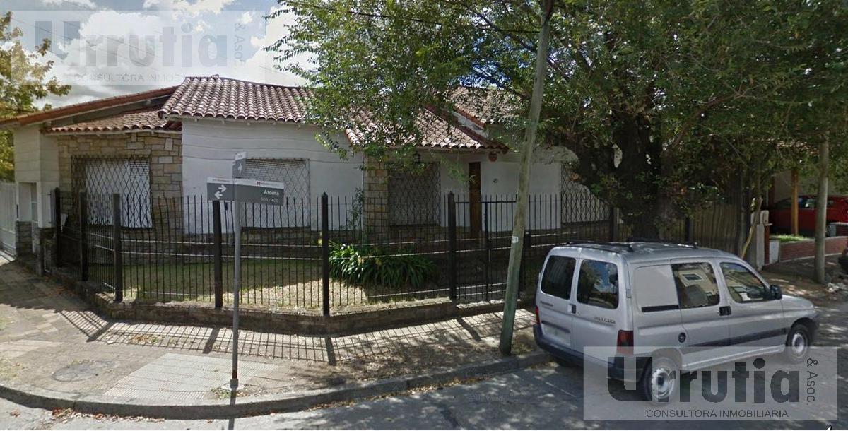Foto Casa en Venta en  Moron ,  G.B.A. Zona Oeste  Almafuerte esq Aromo