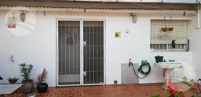 Foto Edificio Comercial en Venta en  Barracas ,  Capital Federal  Av Montes de Oca 1200