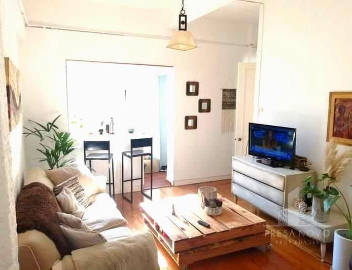 Foto Apartamento en Alquiler en  Centro (Montevideo),  Montevideo  Rio Negro al 1200