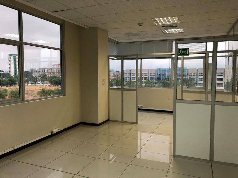 Foto Oficina en Venta en  Samborondón,  Guayaquil  VENTA DE OFICINA VIA SAMBORONDON
