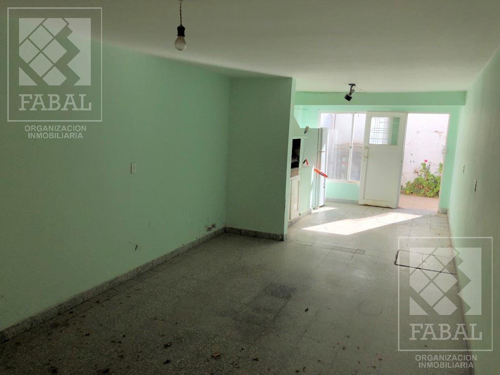 Foto Casa en Venta en  Área Centro Oeste,  Capital  Brentana 506, esquina Elordi