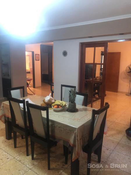 Foto Casa en Venta en  Poeta Lugones,  Cordoba  VENDO POETA LUGONES -CASA 4 DORM -COCHERA -PATIO