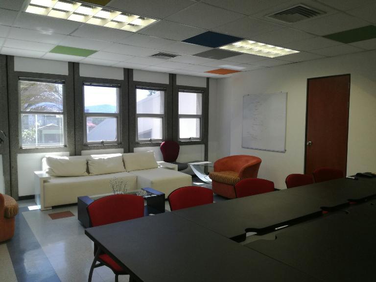 Foto Oficina en Renta en  Anselmo Llorente,  Tibas  Edificio de oficinas en alquiler en Tibás.