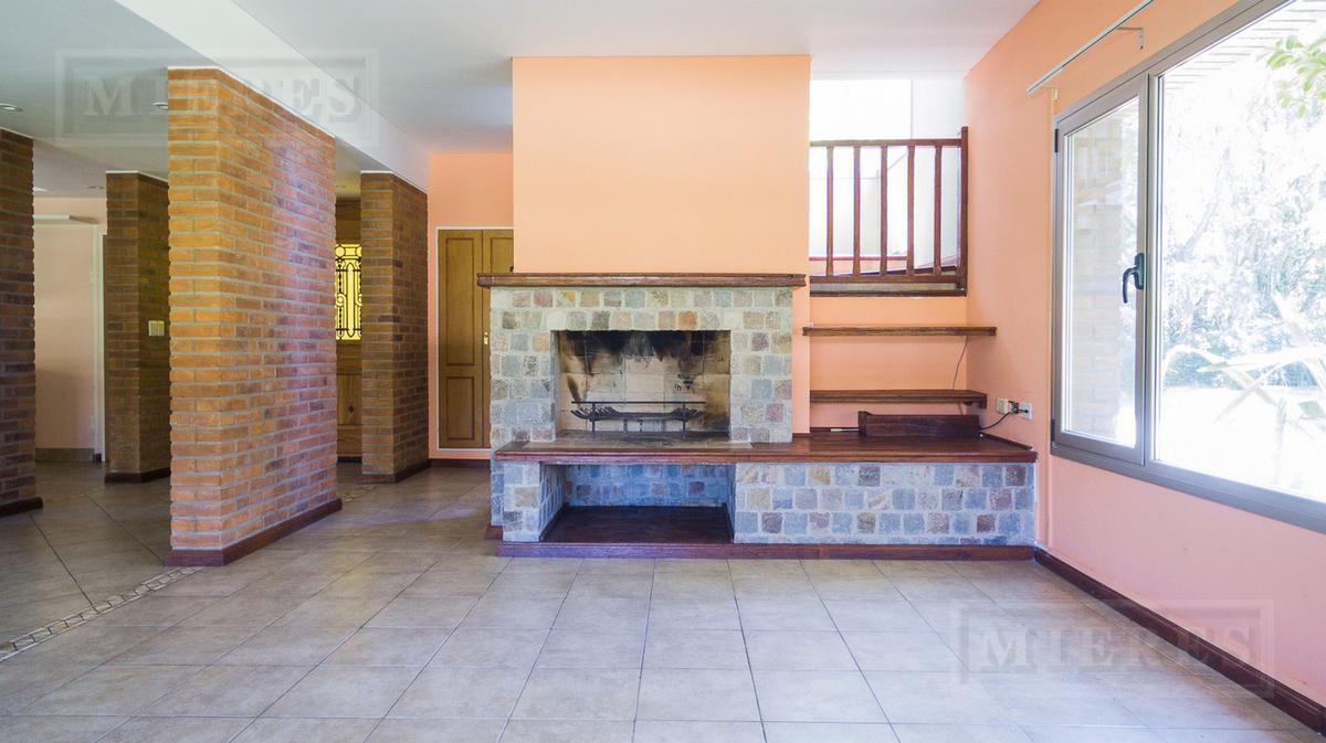 Casa en venta en el Barrio Isla del Sol