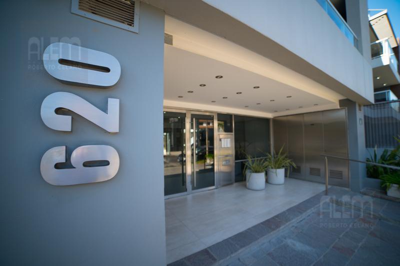Foto Departamento en Venta en  Lomas de Zamora Oeste,  Lomas De Zamora  Meeks 620 1C con doble cochera