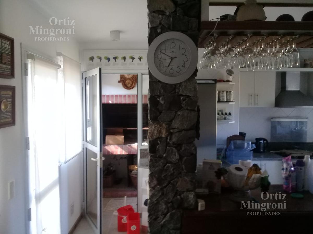 Foto Casa en Venta en  Pinamar ,  Costa Atlantica  Del Timon al 1900