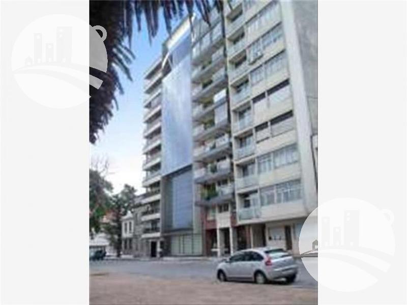 Foto Edificio Comercial en Venta en  Montevideo ,  Montevideo  Edificio corporativo moderno