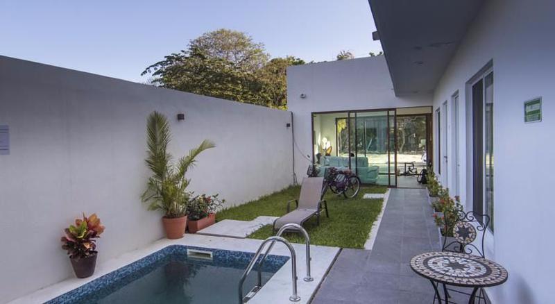 Playa del Carmen Commercial Building for Sale scene image 2