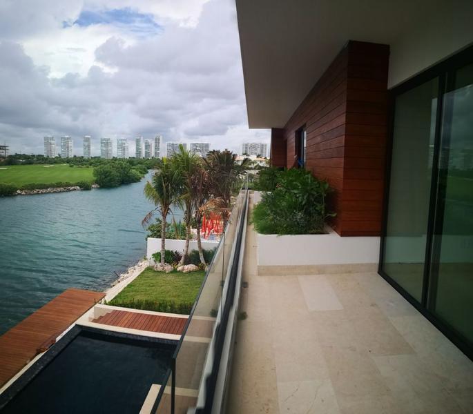 Foto Casa en Venta en  Cancún ,  Quintana Roo  Casa en venta en Puerto Cancun / Zona hotelera