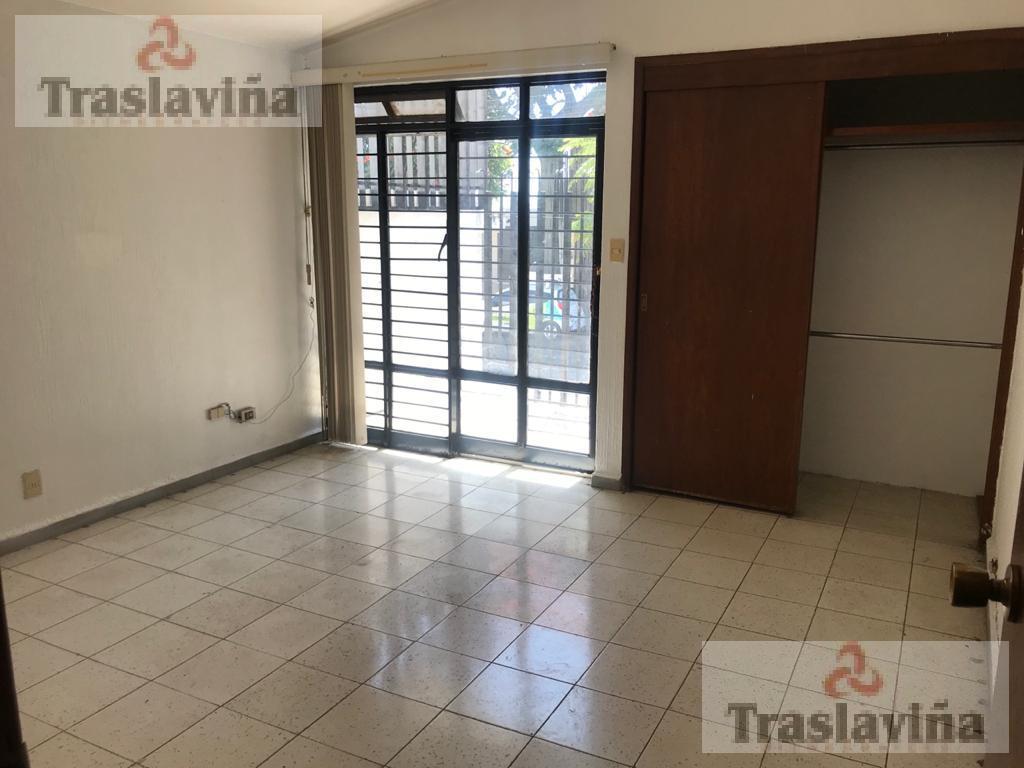 Foto Oficina en Renta en  Arbide,  León  Casa para OFICINAS en Esquina!