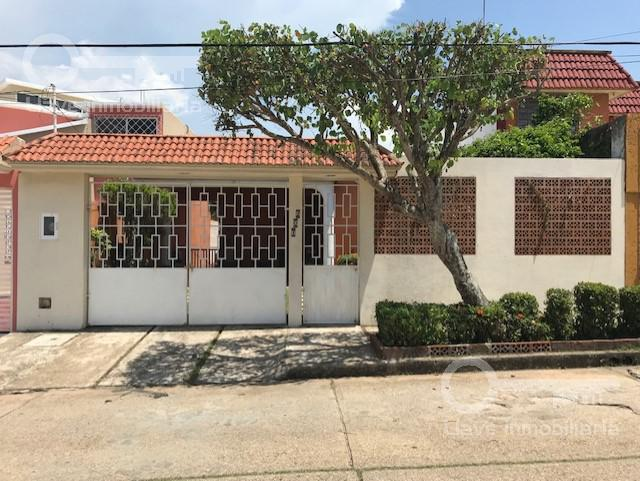 Foto Casa en Venta en  Coatzacoalcos ,  Veracruz  Av. Ignacio Ramirez, Col. Vistalmar