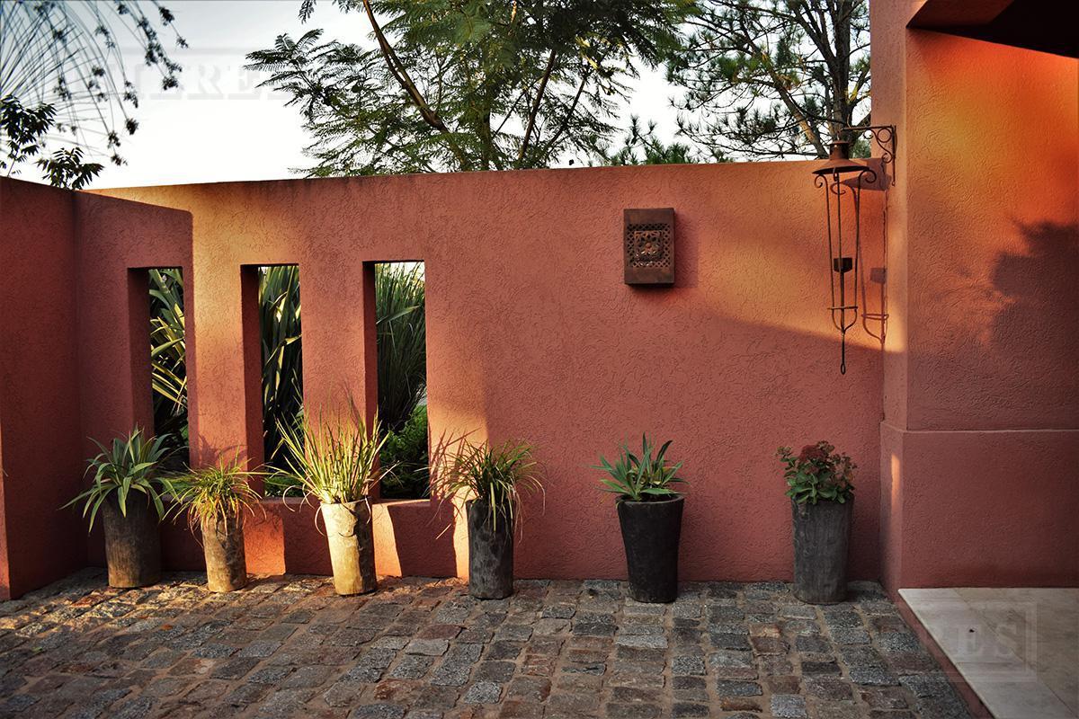 Mieres Propiedades - Casa de 500 mts. en La Lomada