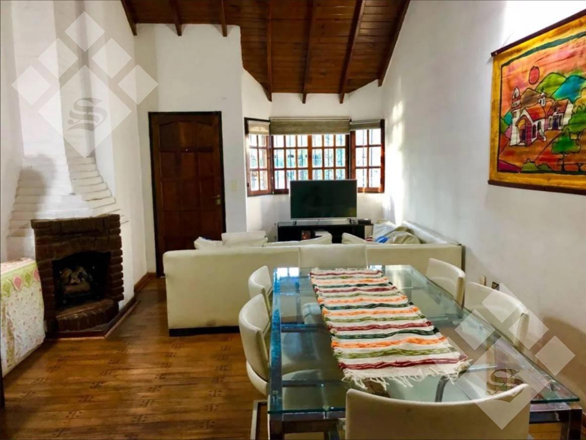 Foto Casa en Venta en  Castelar,  Moron  CARDOSO 3200