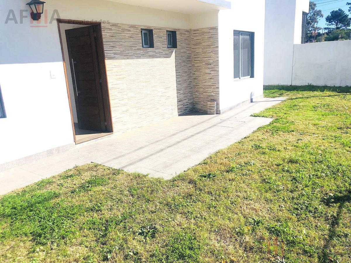Foto Casa en Venta en  Lomas de Solymar ,  Canelones  Av. Giannattasio esq Nortazo