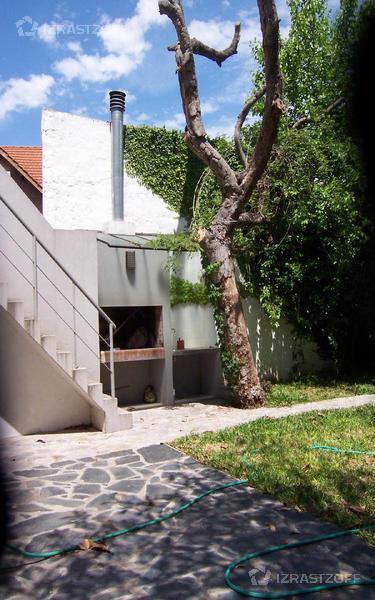Casa-Alquiler-Acassuso-J. C. Paz 400 e/Martín Coronado y Almafuerte