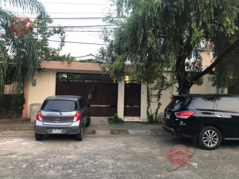 Foto Casa en Renta en  San Pedro Sula ,  Cortés  Amplia casa en renta, ubicada en Col. Universidad!