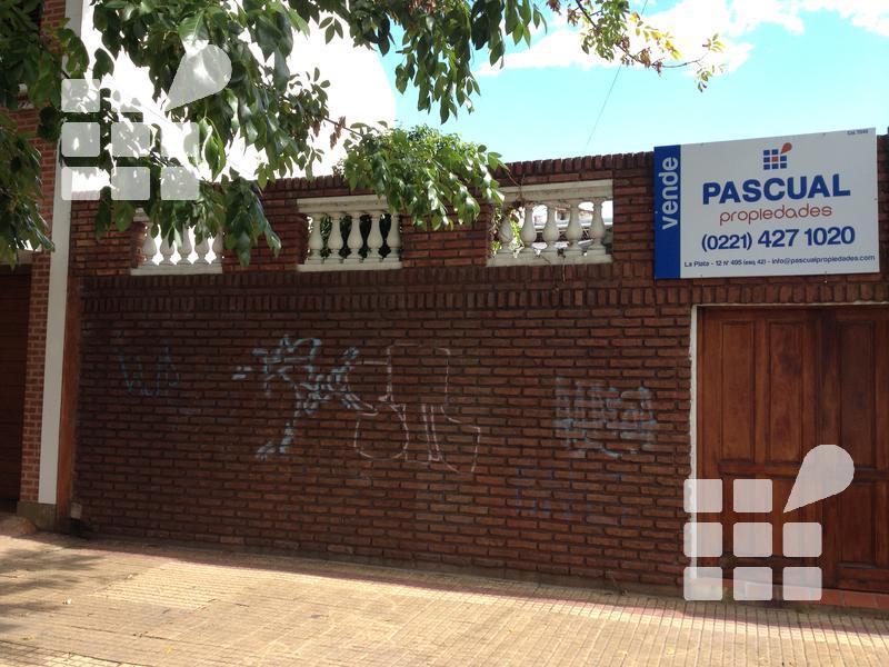 Foto Casa en Venta en  La Plata ,  G.B.A. Zona Sur  8 N al 100