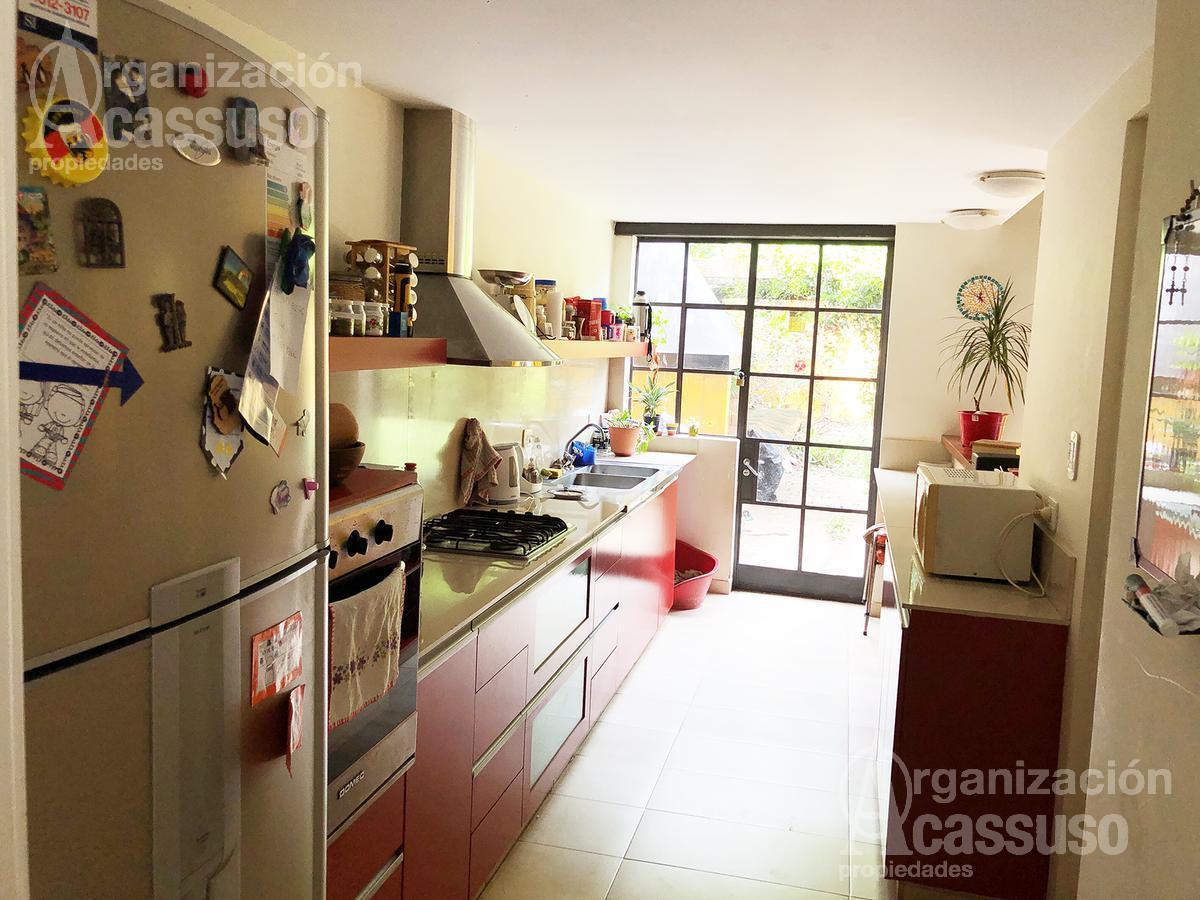 Foto Casa en Venta en  Acassuso,  San Isidro  Chalet en Venta en Acassuso