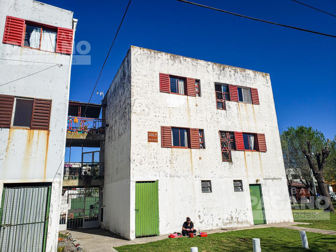 Foto Departamento en Venta en  Los Hornos,  La Plata  131 e/ 81 y 82