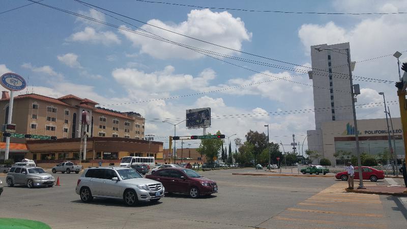 Foto Terreno en Renta en  Oriental,  León  Terreno frente a Poliforum en Blvd. López Mateos