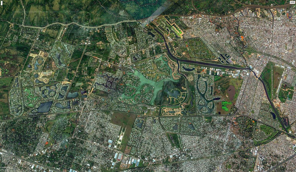 CASA A ESTRENAR DESARROLLADA EN DOS PLANTAS EN EL BARRIO CERRADO SAN FRANCISCO. Excelente Orientacion!