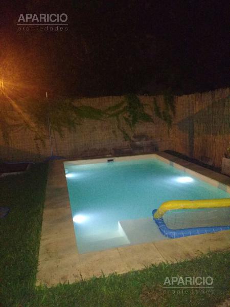 Foto Casa en Venta en  Manuel B Gonnet,  La Plata  7 esquina 498