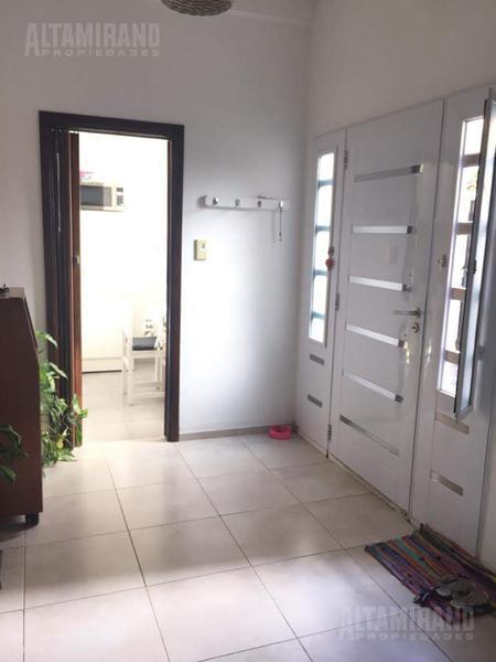 Foto PH en Venta en  Villa Ballester,  General San Martin  Entre Ríos al 2500 e/San Luis y Alberdi.