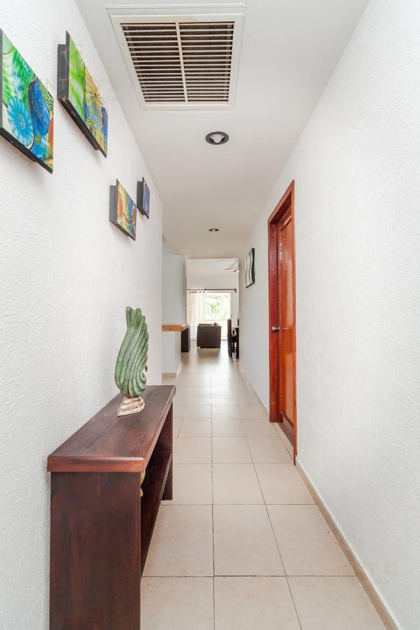Fraccionamiento Playacar Fase II Apartment for Rent scene image 10