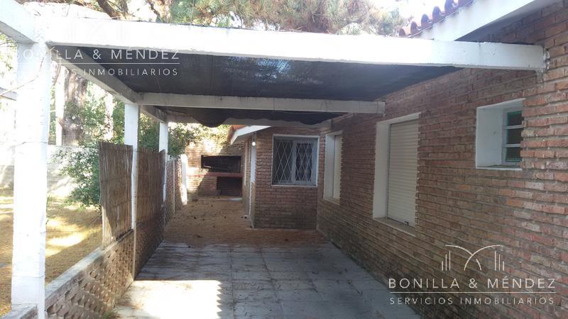 Foto Casa en Venta en  Los Angeles,  Piriápolis  Hermosa casa junto a la playa