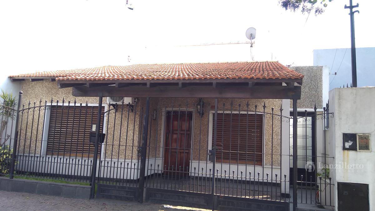 Foto Casa en Venta en  Gerli,  Lanus  Mamberti al 700