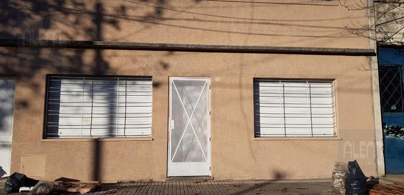 Foto PH en Alquiler en  Lomas de Zamora Oeste,  Lomas De Zamora  Castelli 1340