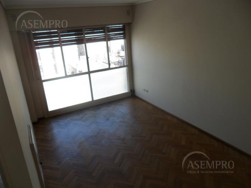 Foto Departamento en Alquiler en  Balvanera ,  Capital Federal  Av. Rivadavia al 3200