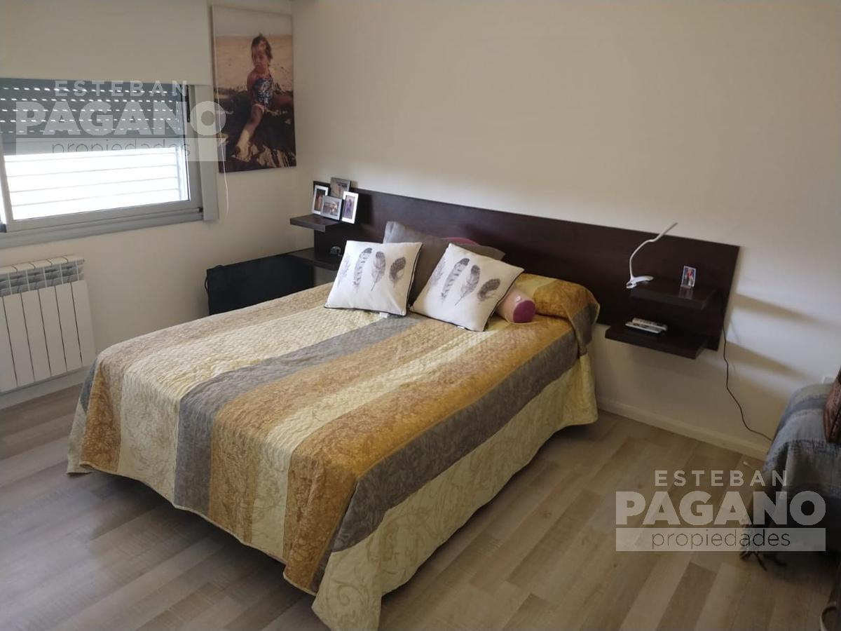 Foto Casa en Venta en  Joaquin Gorina,  La Plata  480 esq. 132 bis N° 3757