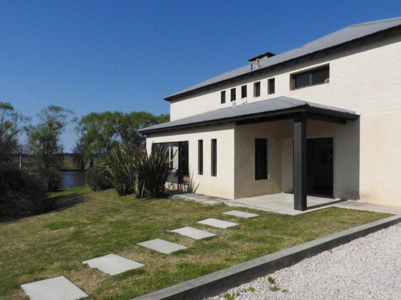 Foto Casa en Venta en  Canelones ,  Canelones  Las Palomas 200