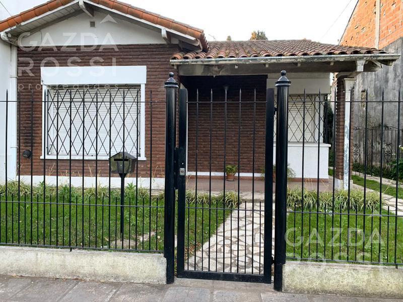 Foto Casa en Venta en  Adrogue,  Almirante Brown  Rosales al 1800