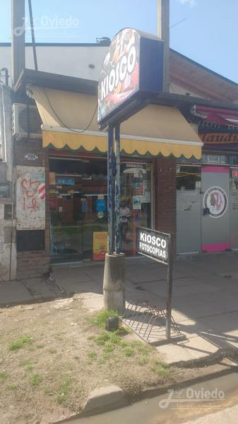 Foto Local en Venta en  Ituzaingó ,  G.B.A. Zona Oeste  Almagro al 3100