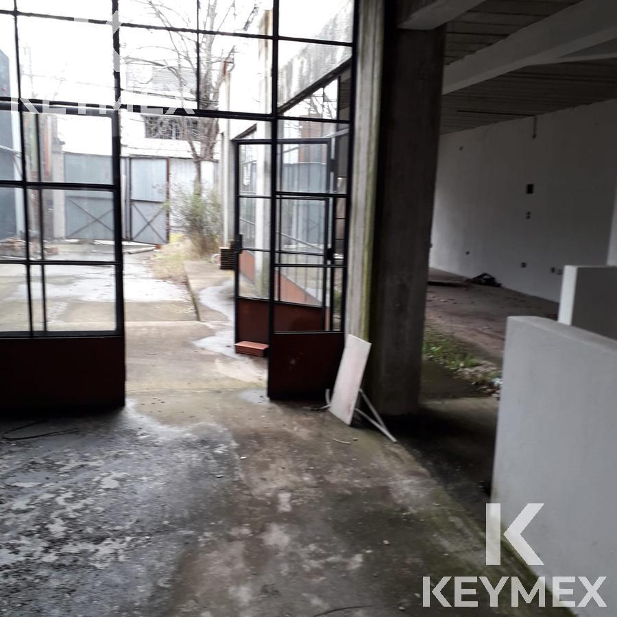 Foto Edificio Comercial en Venta en  City Bell,  La Plata  Galería 14 entre 472 y 473