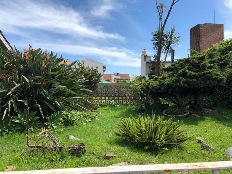 Foto Terreno en Venta en  Castelar,  Moron  Quintana 800