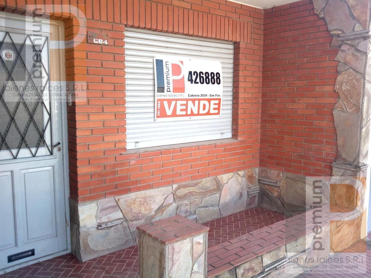 Foto Casa en Venta en  Sarmiento,  San Francisco  Bv. 9 de Julio al 600
