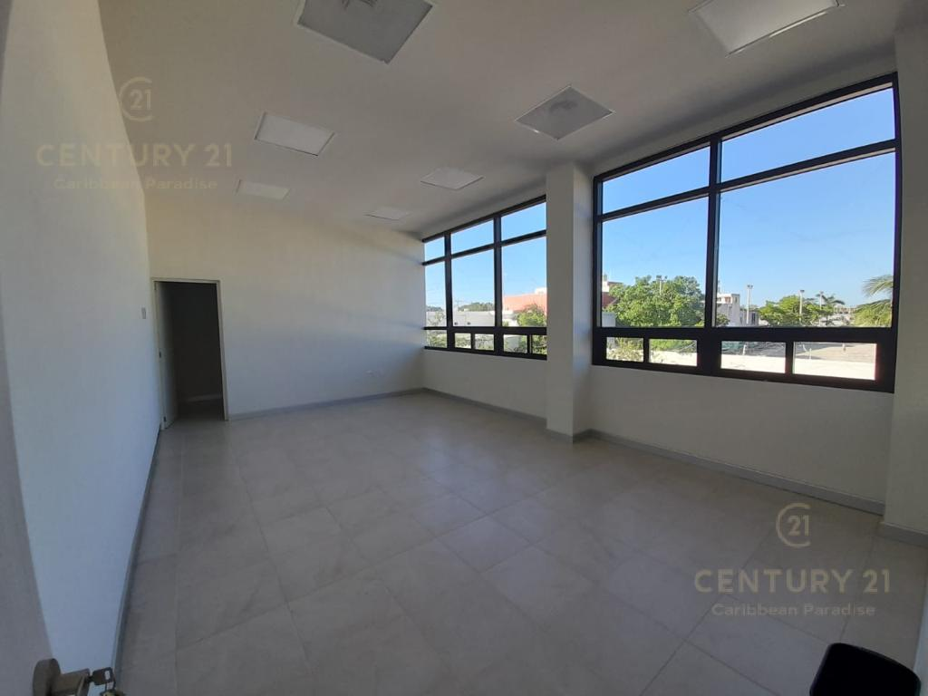 Cancún Commercial Building for Rent scene image 9